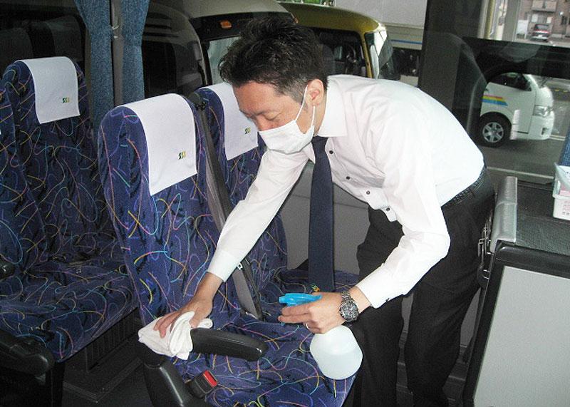 消毒液での車両消毒